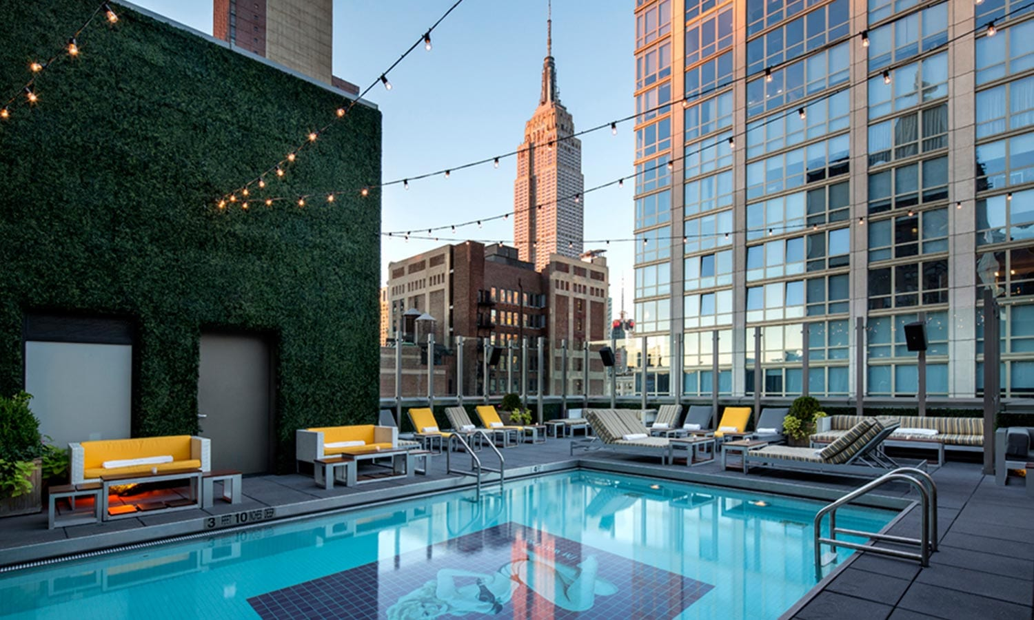 The Best Rooftop Bars in NYC | The Ultimate Guide to Drinks with a View