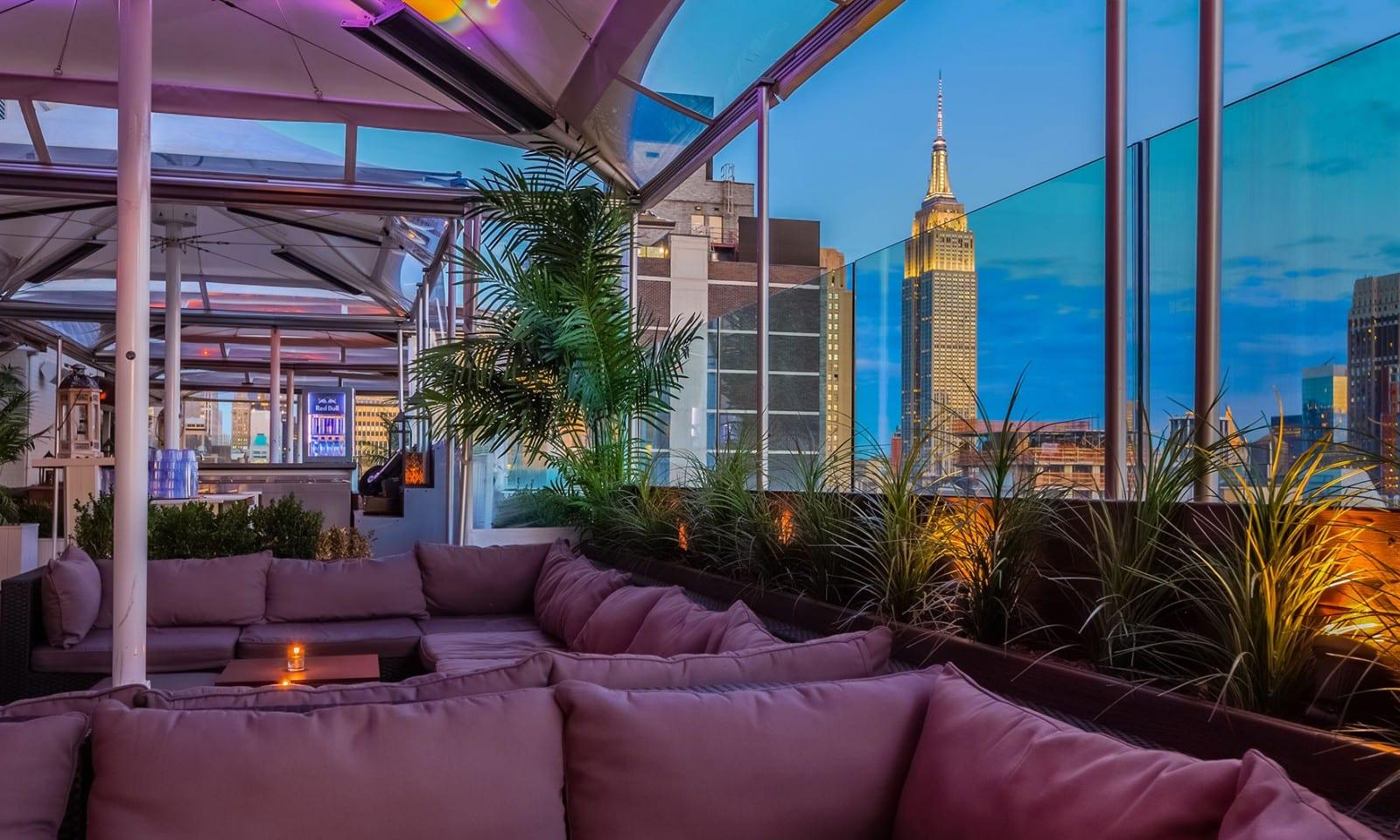 sky room bar view at empire state building