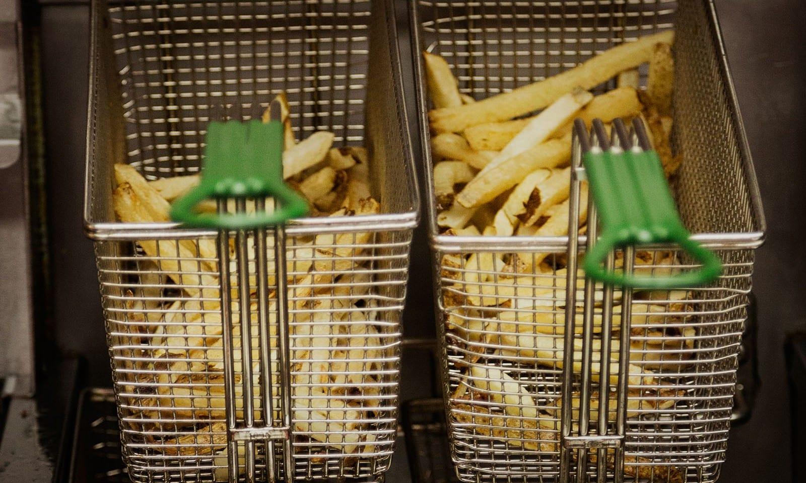 5-Guys-Burger-and-Fries-New-York-03-1600×960