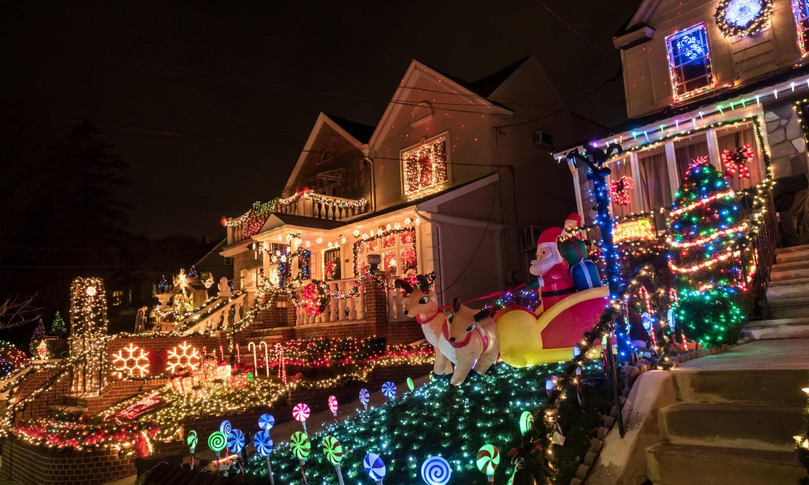 christmas decorations in new york dyker heights - New York Christmas Decorations