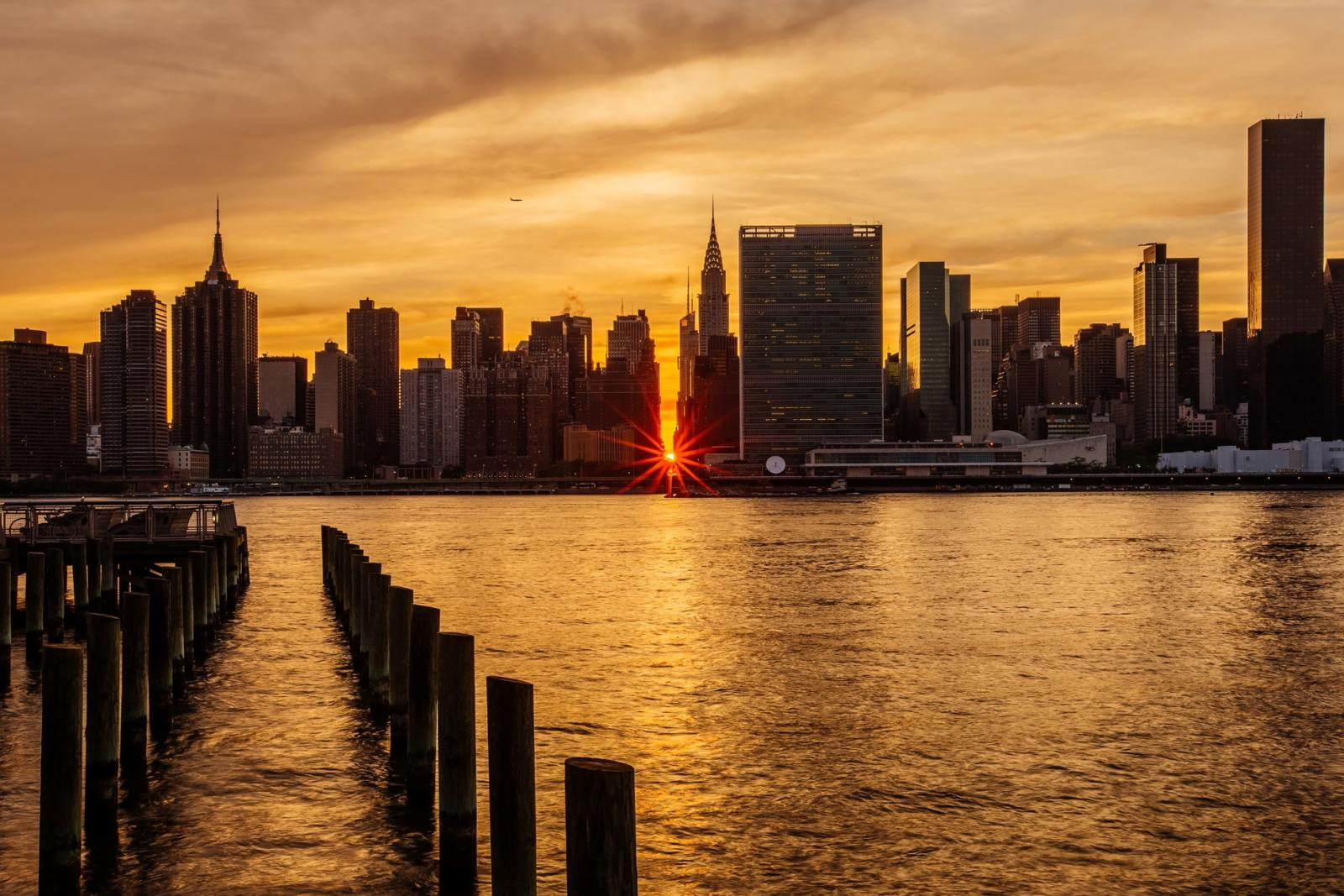 Things to do in NYC in July - Manhattanhenge