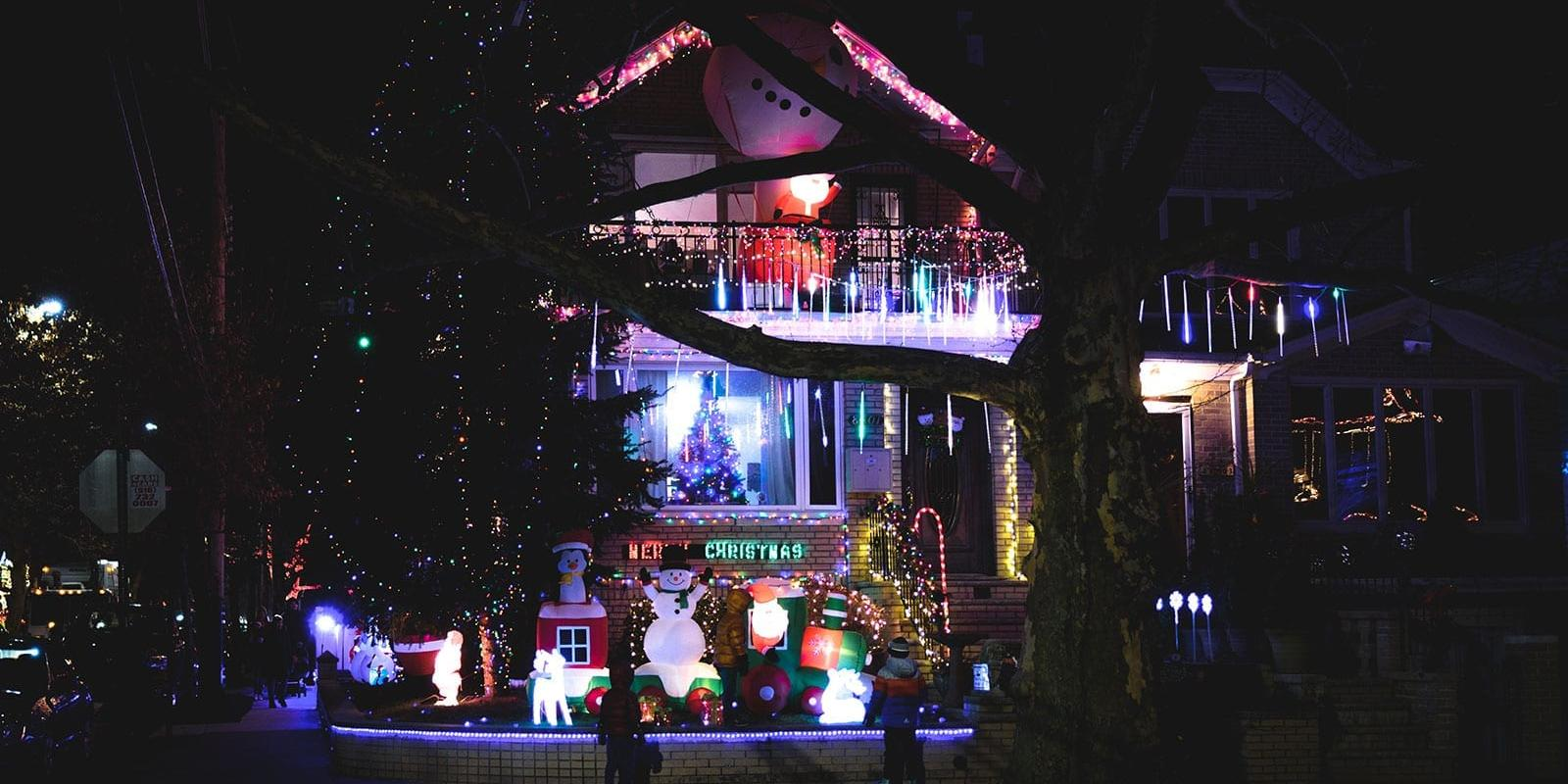 Dyker Heights Brooklyn Christmas Lights.The Dyker Heights Christmas Tour In Brooklyn See The Best