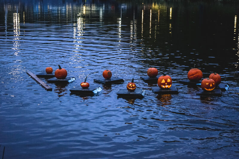 pumpkin-flotilla-central-park-191031083117007