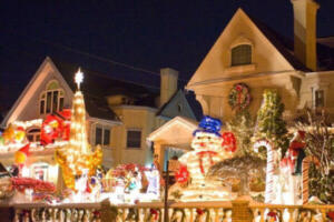 This Luxury Bus Tour is one of the Best Dyker Heights Christmas Lights Tours