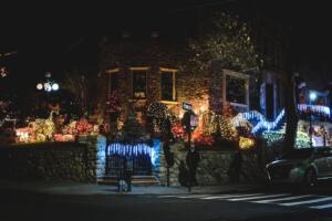 One of the Best Dyker Heights Christmas Lights Tours: the Brooklyn Christmas Magic Tour from Manhattan