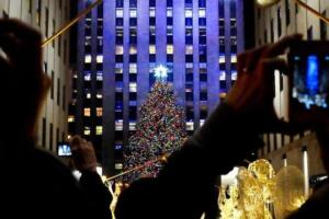 The most exklusive way to see the NYC Christmas Lights: NYC Holiday Lights Tour by Limousine